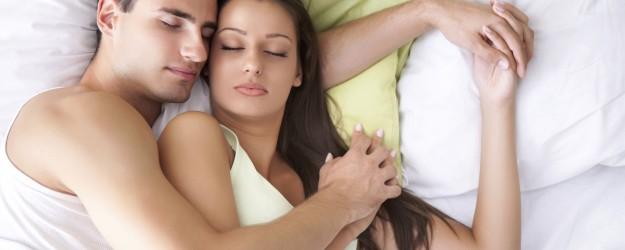 Posiciones-para-dormir-en-pareja - Google Images